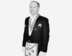 Одним из увлечений Брейвика было масонство (на фото он в масонском фартуке)