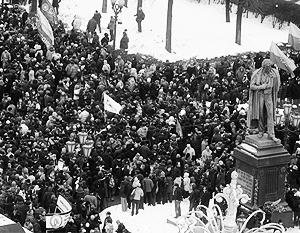 Сторонники Владимира Путина митинговали на Манежной площади, а оппозиция - на Пушкинской