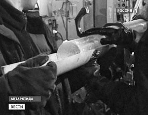 Пробы воды, взятые российскими учеными из льда озера Восток