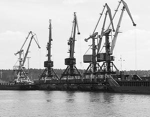 Нефтебаза в Усть-Луге имеет восемь резервуаров вместимостью 50 тыс. кубометров каждый