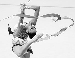 Евгения Канаева в Лондоне убедительно выиграла индивидуальное первенство в художественной гимнастике