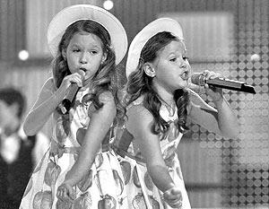 Десятилетние сестры-близнецы Маша и Настя Толмачевы