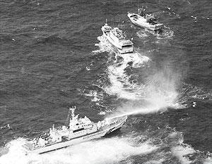 Японские корабли обстреляли тайваньские из водных пушек