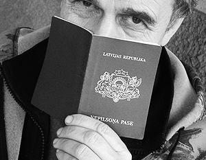 Обладателей паспортов негражданина власти Латвии считают заведомо нелояльными