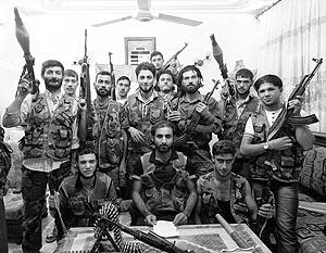 Объединившись, несколько разрозненных групп сирийских повстанцев надеются на иностранную помощь