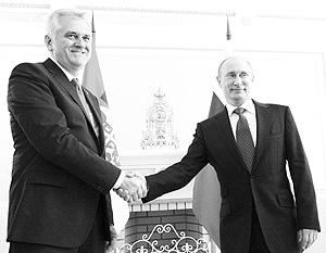 В мае Владимир Путин дал понять своему сербскому коллеге Томиславу Николичу, что Сербия может рассчитывать на РФ в финансовом вопросе