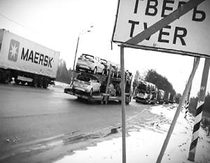 Водители большегрузных машин провели в пробке на трассе М-10 около трех суток