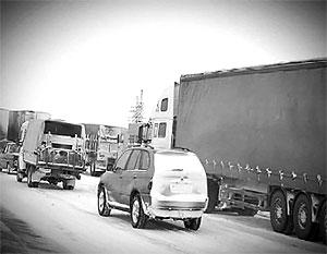Произошедший на трассе М-10 транспортный коллапс выявил недостатки в работе многих служб