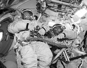 Оплата труда космонавта должна быть привязана к реально выполненной работе, а также к степени риска, считают специалисты