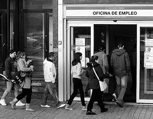 Биржа труда в Мадриде не пустеет: безработными в Испании стала уже четверть населения