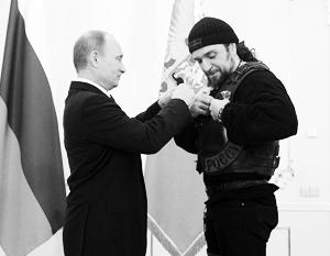 Лидер старейшего байкерского клуба «Ночные волки» Александр Залдостанов получил из рук президента орден Почета