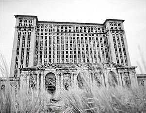 Здание Мичиганского центрального вокзала, построенное в 1913 году и пришедшее в упадок