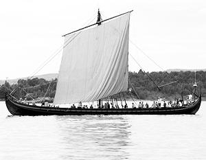 По словам историка Сергея Нефедова, именно благодаря таким кораблям – драккарам (на фото) – норманны смогли завоевать Русь