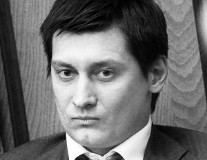 Дмитрий Гудков готов утихнуть на заседаниях Думы, но мандат намерен сохранить