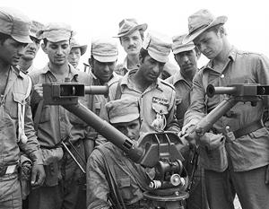 Ограниченный контингент советских войск в Демократической Республике Афганистан. Знакомство афганских воинов с советской техникой. 24 июня 1981 года