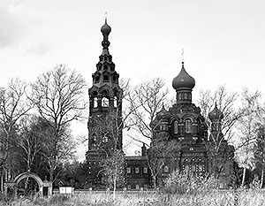 Покровская церковь, где был крещен Борис Березовский. На кладбище неподалеку от этой церкви бывший олигарх, по утверждению Ивана Рыбкина, и хотел быть похоронен