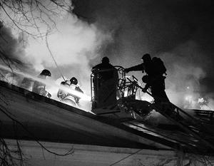 Пожарные боролись с огнем почти всю ночь