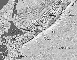 Ученые изучают карту прохождения сейсмических волн