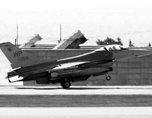 Для Ф-16 и ЗРК «Пэтриот» (на заднем фоне) учения «Нетерпеливый лев» стали поводом подзадержаться в Иордании