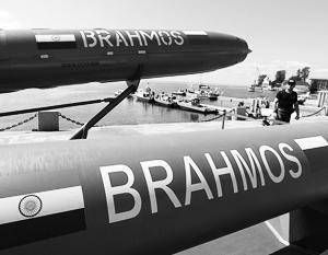 Сверхзвуковая российско-индийская ракета «БраМос» на военно-морском салоне в Санкт-Петербурге
