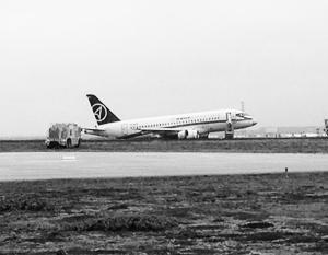 Очередная неприятность произошла с Sukhoi Superjet 100 в Исландии