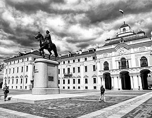 Взоры собирающихся в Константиновском дворце лидеров будут устремлены не на Запад, где находится центр мировой финансовой мировой системы, а на Юг – вслед американским ракетам