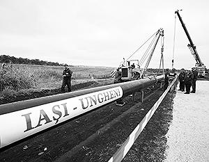 Вот так выглядело торжественное начало строительство газопровода. Уже на следующий день эти трубы были выкопаны и увезены