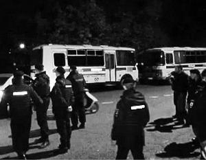 Сход жителей закончился стычками с полицией и ОМОНом
