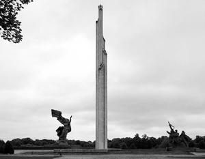Призывы снести памятник советским воинам-освободителям в Риге звучат последние 20 лет