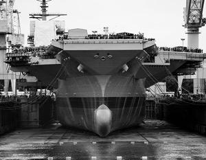 Разбить бутылку о борт новейшего авианосца доверили дочери президента США, в честь которого корабль и был назван
