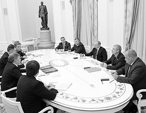 Владимир Путин впервые провел встречу в подобном формате – с «восьмеркой» партий, представленных в региональных парламентах