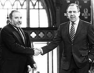 Глава израильского МИДа Авигдор Либерман и министр иностранных дел РФ Сергей Лавров в ожидании роста торговли двух стран