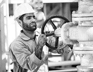 Половину своего экспорта нефти Иран может направить в Китай, но под «российским флагом»