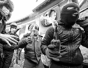 По мнению экспертов, и манифестанты, и стражи порядка перешли пока в Киеве к «подобию позиционной войны»