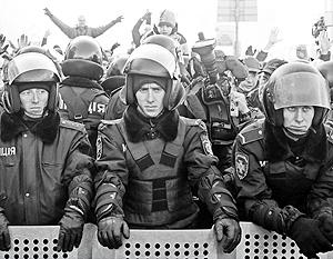По мнению экспертов, моральный дух бойцов «Беркута» остается высоким, а их ненависть к погромщикам растет