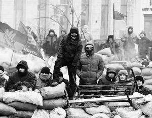 Президент Янукович идет на уступки, но Майдан по-прежнему недоволен