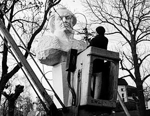 Для украинских националистов безмолвные памятники превратились в главного врага
