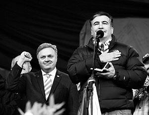 Георгий Барамидзе и Михаил Саакашвили во время «Народного веча» на Майдане в Киеве