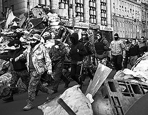 Милиция дрожит перед боевиками в масках, которые наводят свой «новый порядок» на улицах украинских городов