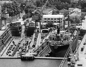 По словам корабелов, способный некогда выпускать даже крейсеры завод был разграблен с началом беспорядков на Майдане