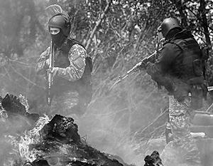 Украинские силовики приостановили операцию в Славянске после того, как стало известно об активности российских войск у границы