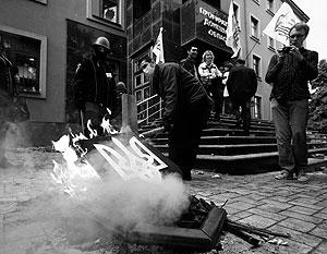 Жители Донецка не собираются освобождать захваченные здания прокуратуры и УВД. Сбежавшему прокурору уже нашли замену