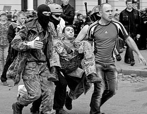 Тех, кто выжил в результате пожара в Доме профсоюзов, сторонники киевских властей жестоко избивали дубинками