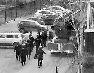 Для освобождения заложников в Нижневартовске к дому, где произошло ЧП, были стянуты все силы местных правоохранителей