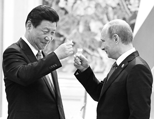 Путин выпил с председателем КНР Си Цзиньпинем за подписание исторического газового контракта