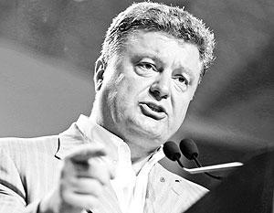 Игравший на выборах роль умеренного кандидата Порошенко сразу после победы не поскупился на милитаристские заявления
