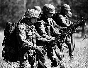 НАТО ждет удобного повода для прямого вмешательства в украинские события, полагают эксперты