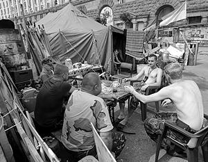 По словам наблюдателей, закоулки нынешнего Майдана превратились в места, куда боятся заходить даже боевики «Правого сектора»