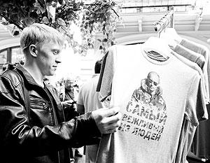 На футболках президент России предстает в 15 различных патриотических образах