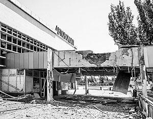 Здание луганского автовокзала после артобстрела украинских силовиков